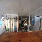 Tablas de surf en el barco